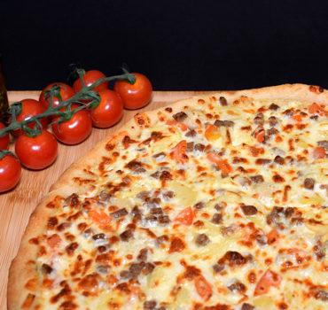 La pizza cheesy beef